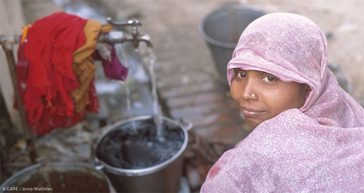 A woman collecting water in Utta Pradesh