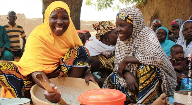 Job share: where two minds are better than one… Two women share a task in Niger.