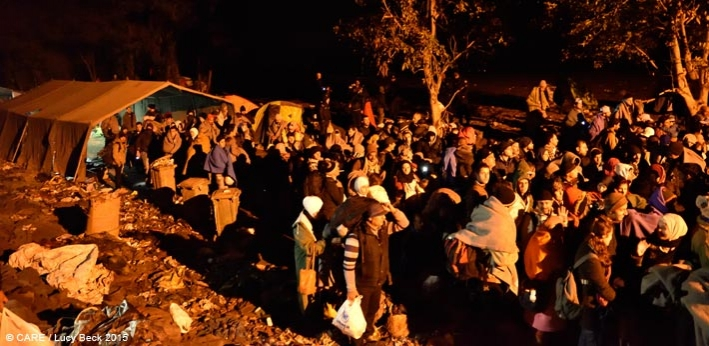 People queuing at the Serbia-Croatia border waiting to board buses to the camp of Opatovac inside Croatia, 21 October 2015