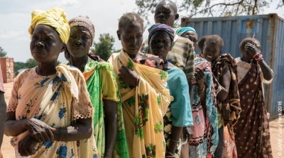 Residents of Torit, Eastern Equatoria, South Sudan, wait in line to receive an emergency aid distribution from CARE (November 2016)