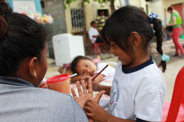 Machala Ecuador: domestic workers are often primary care givers to children. © CARE/Kathryn Richards