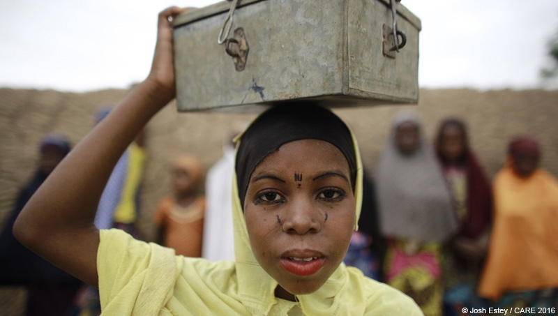 A woman carrying a VSLA lockbox in Kagadam village, Niger