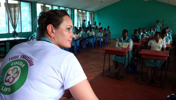 Cocoa Life Ambassador Krystyna Kilmczak meeting with potential future cocoa farmers at a school club set up under the Cocoa Life programme, Ghana